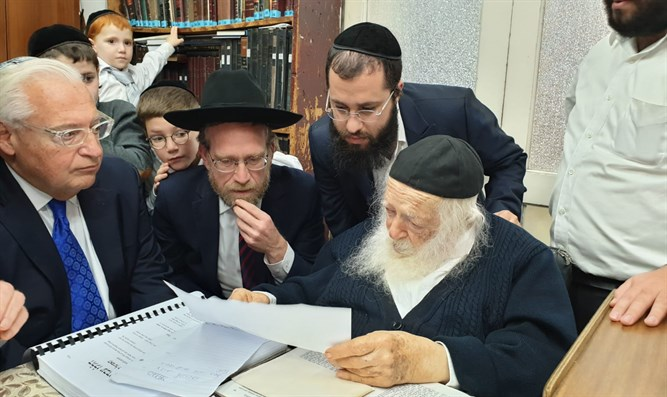 Ambassador Friedman visits Rabbi Chaim Kanievsky