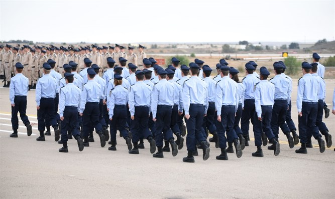 Pilots' course graduation ceremony