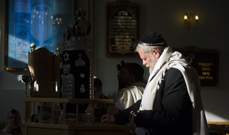 Jews pray in Belgium