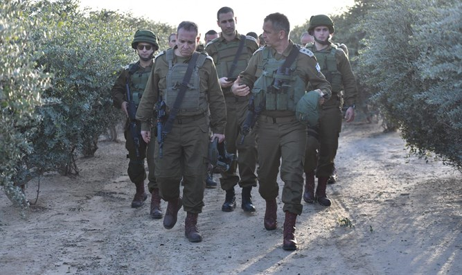 Chief of Staff tours Gaza border