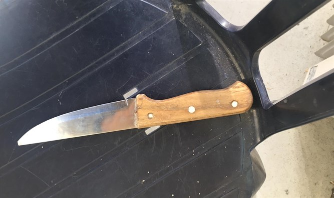 The knife caught with the terrorist