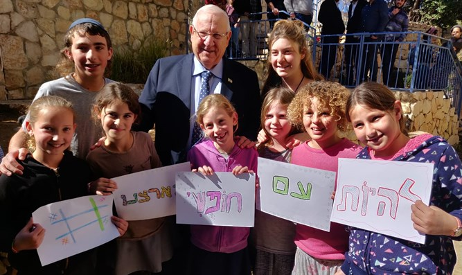 Rivlin with children from youth center