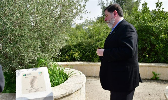 Pittsburgh Mayor Bill Peduto at the memorial