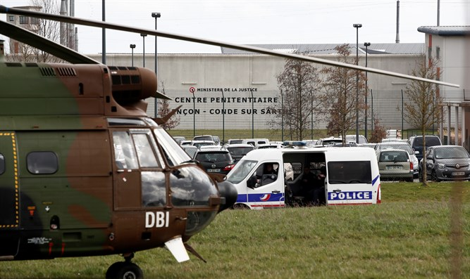 French army units deployed to aid police after Chiolo stabs prison guards