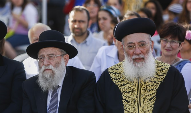 Rabbi Stern (left) and Rabbi Amar (right)