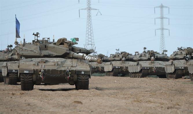 Israeli tanks at Gaza border