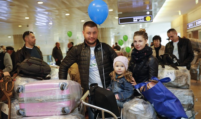 New immigrants arriving at Ben Gurion airport