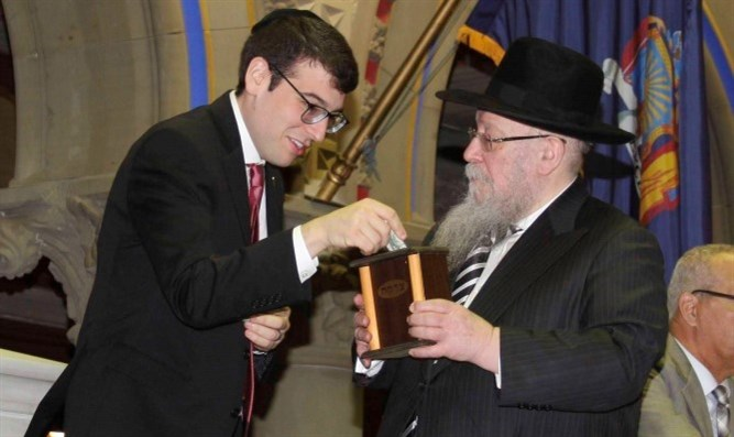 Lining up for tzedakah in state assembly