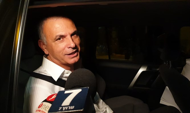 Minister Kahlon arrives for meeting with Netanyahu