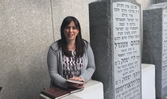 Hotovely prays at tomb of Lubavitcher Rebbe