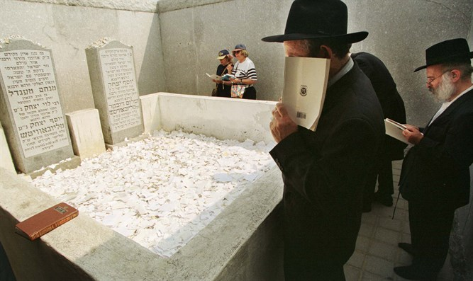 Visitors at the gravesite of the Lubavitcher Rebbe, Rabbi Menachem Mendel Schnee