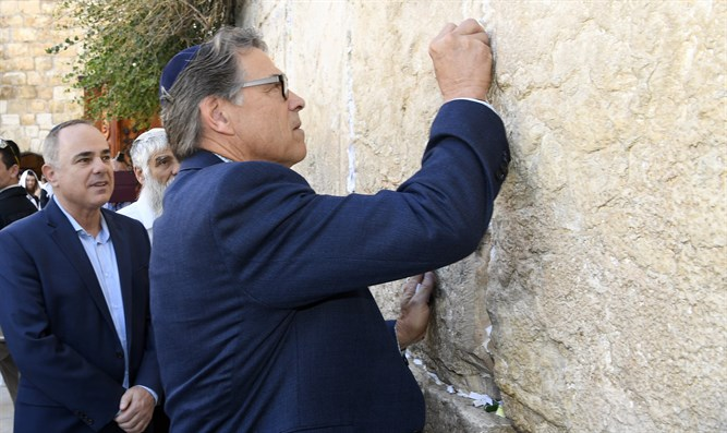 US Energy Secretary visits Western Wall