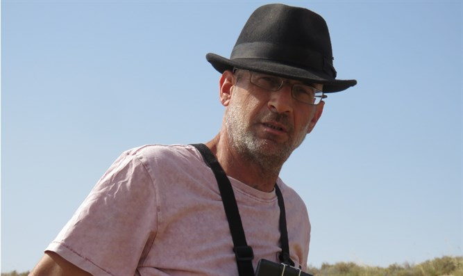 Guy Hirschfeld filming IDF soldiers and residents in the Jordan Valley