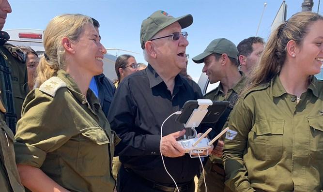 Rivlin visits border forces