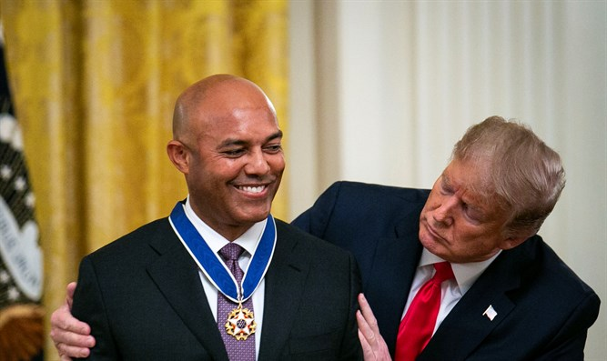 Trump presents Presidential Medal of Freedom to Mariano Rivera