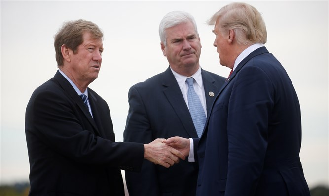 US Rep Jason Lewis (L) and Rep. Tom Emmer (C) speak with Pres. Trump