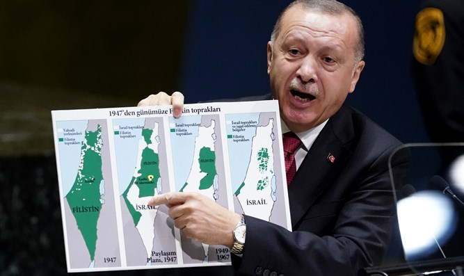 Erdoğan holds up map as he addresses 74th session of United Nations