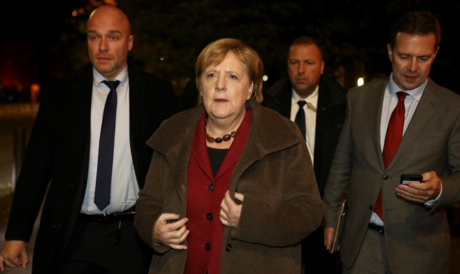 Angela Merkel arrives at synagogue in Berlin