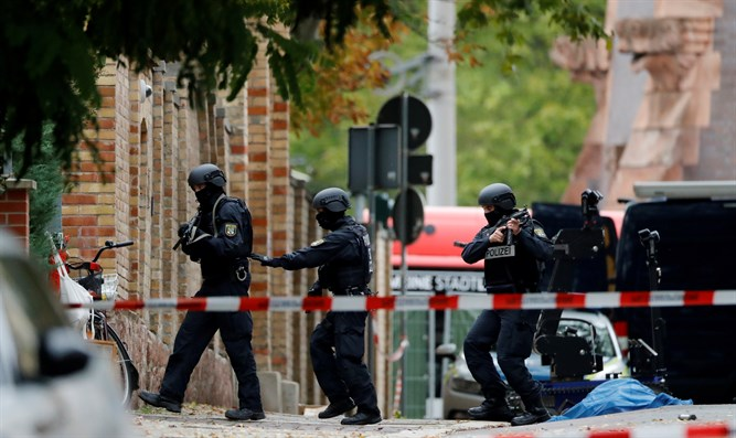 Police officers at site of shooting in Halle, Germany