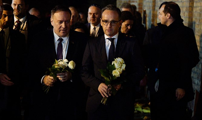 Mike Pompeo and German FM Heiko Maas lay flowers at the site of the shooting