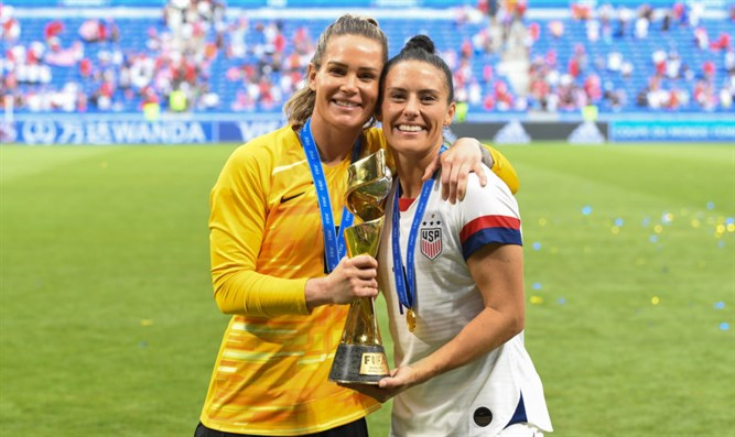 Ashlyn Harris, left, and Ali Krieger