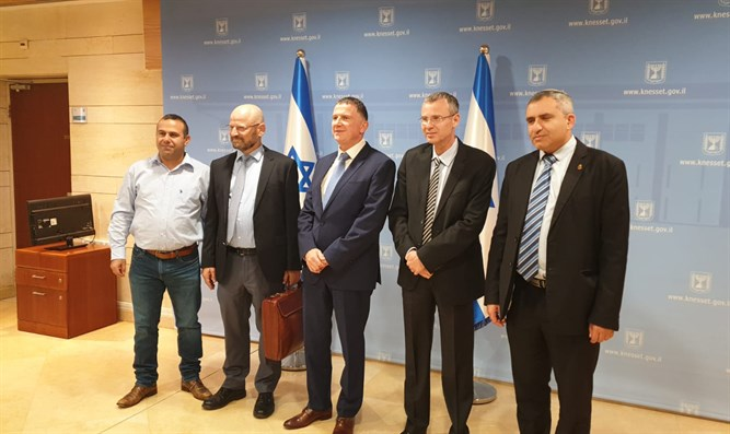 Likud and Blue and White negotiating teams meet