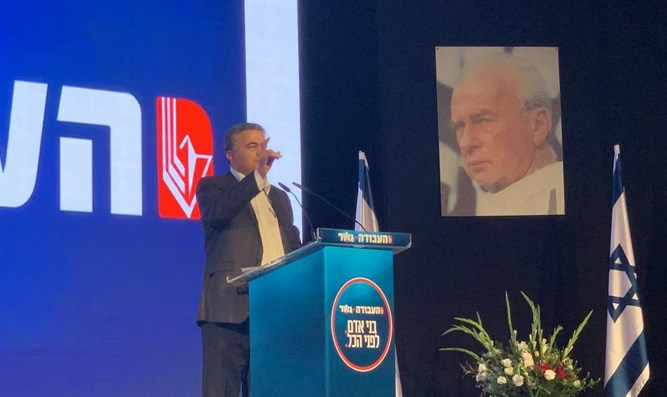 Amir Peretz speaks before Labor Central Committee
