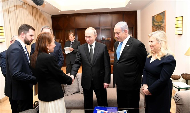 Naama's mother, Yaffa, meets with Putin