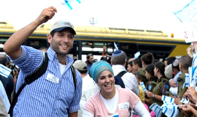 Olim arrive in Israel (archive)